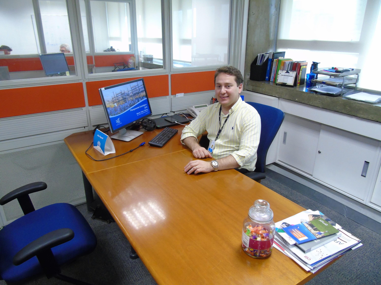 Ex-aluno de Engenharia Elétrica é gerente do setor de normas e padrões da  empresa 719b7689ff