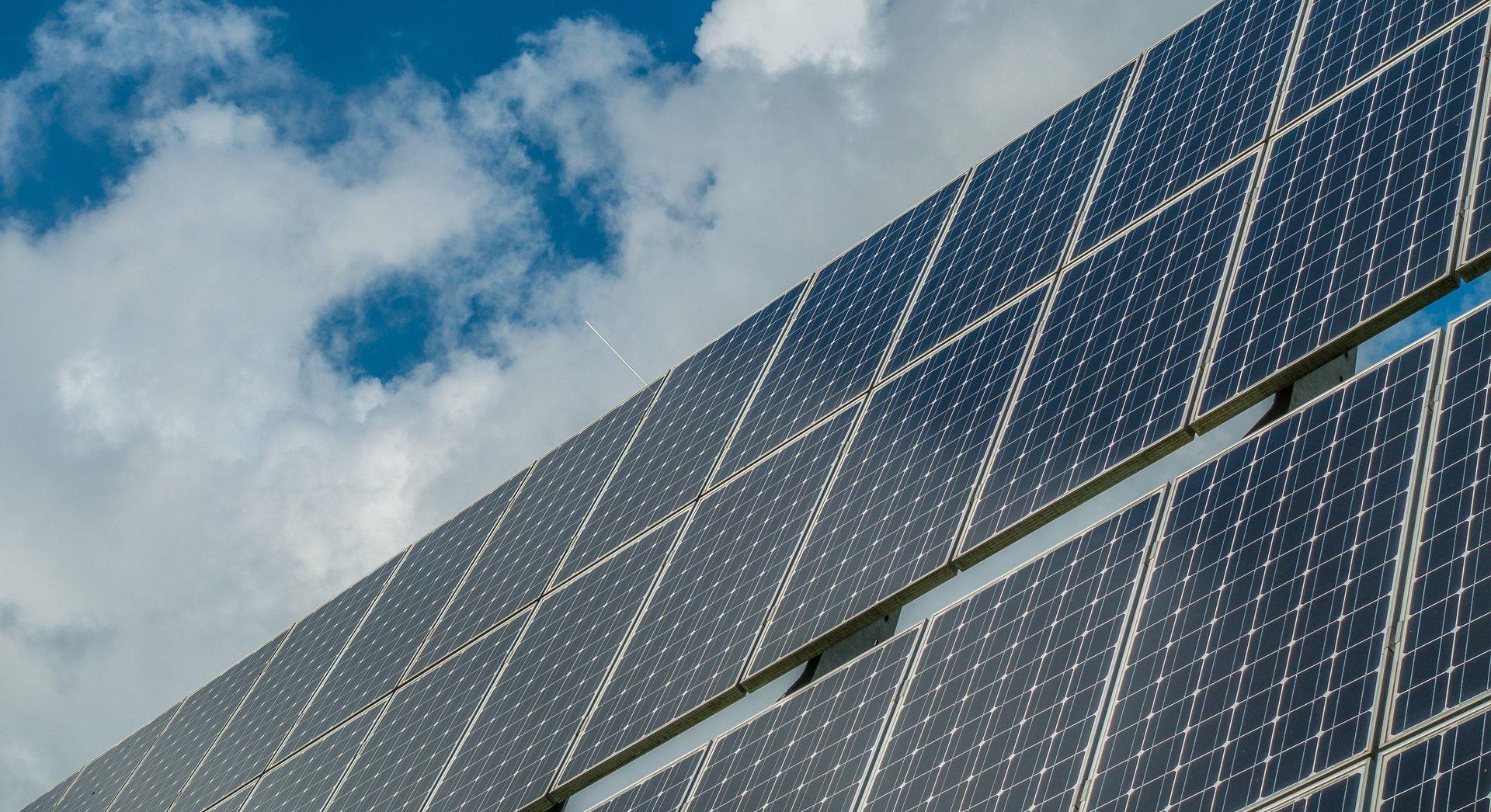 Participe de curso sobre projetos e instalação de painéis solares