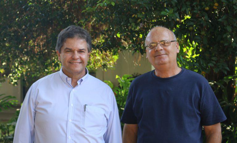 Os professores José Marcos (à esquerda) e Carlos Goldenberg foram alunos de Délio