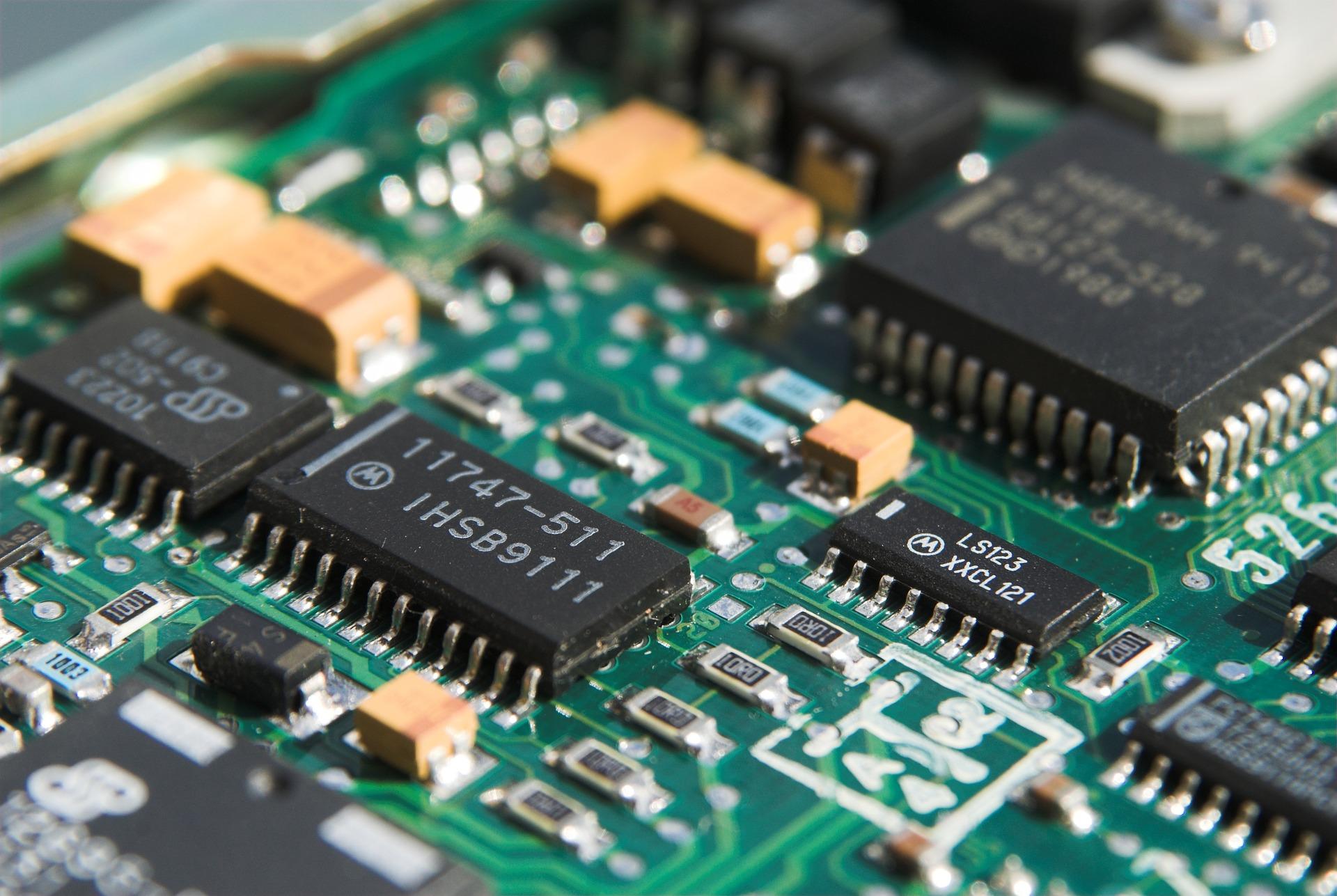 Palestra no SEL aborda criação de placas eletrônicas
