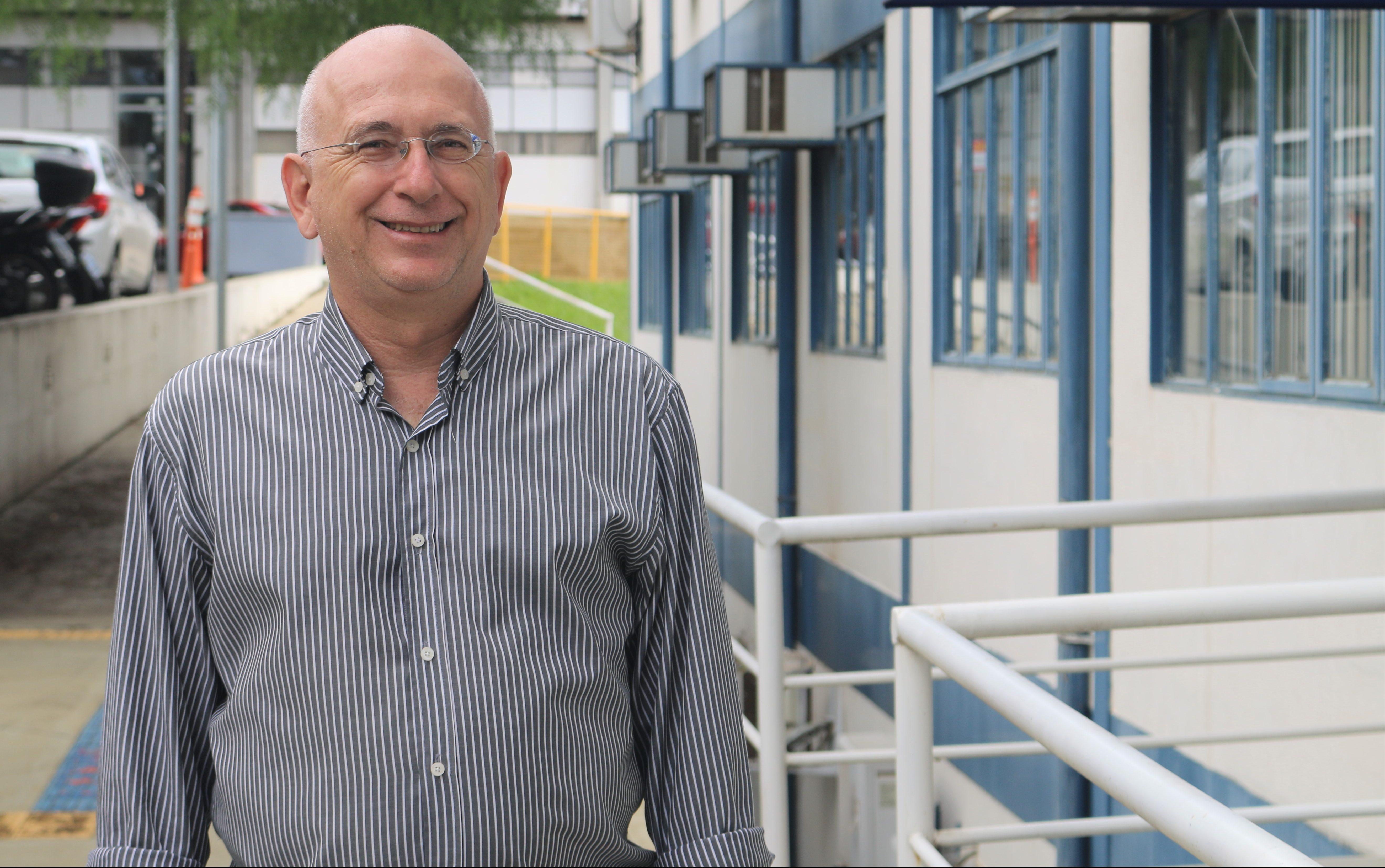 Professor do SEL ganha prêmio por carreira dedicada à inovação