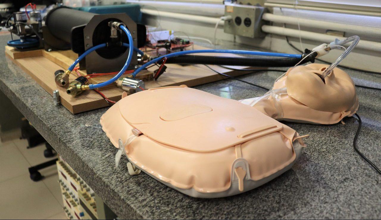 Professor da EESC desenvolve nova opção de ventilador pulmonar de baixo custo
